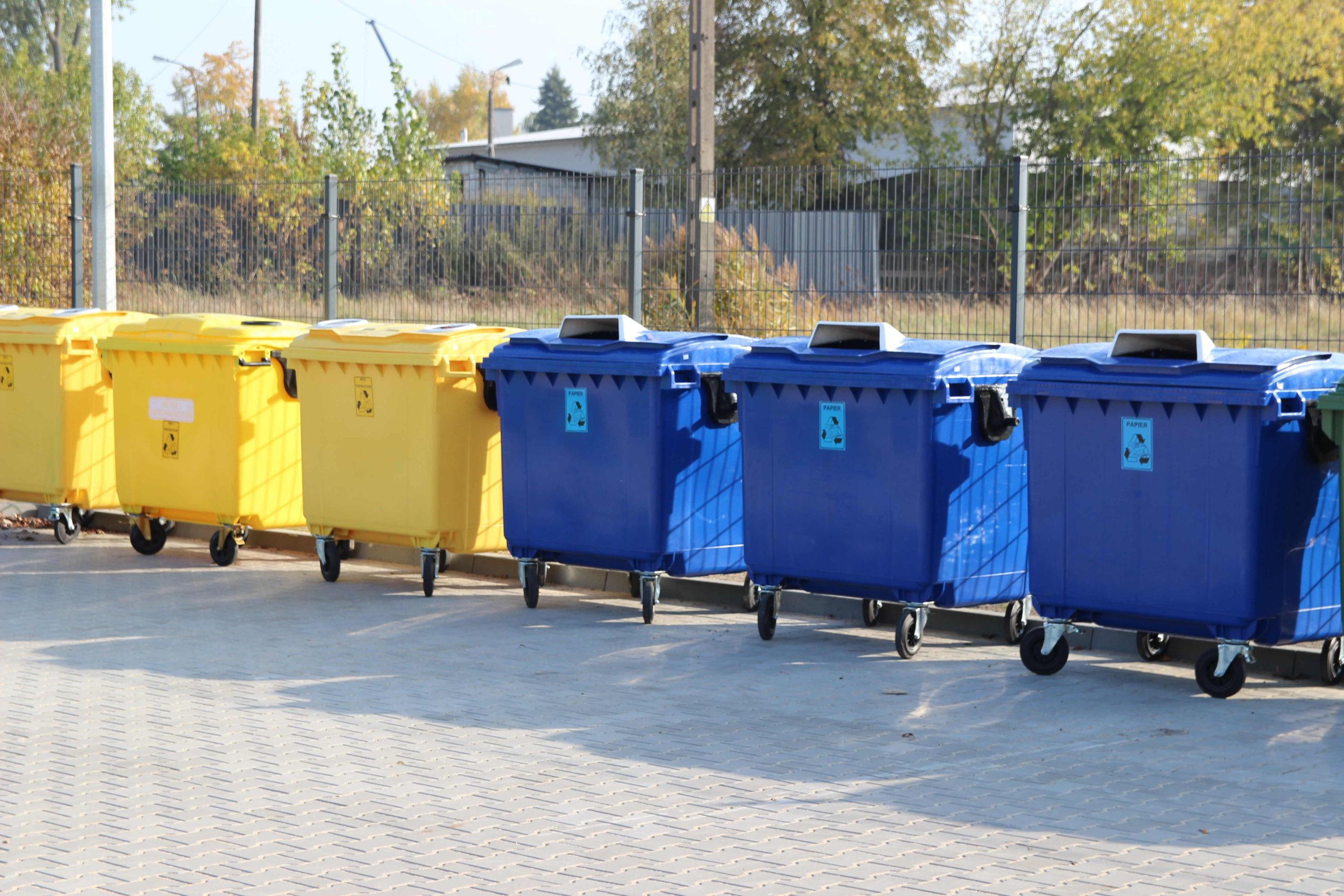 Pojemniki do segregacji papieru i metali oraz tworzyw sztucznych na terenie PSZOK