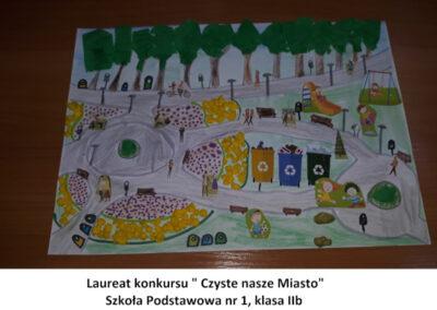praca przedstawiająca czysty park, w którym bawią się dzieci